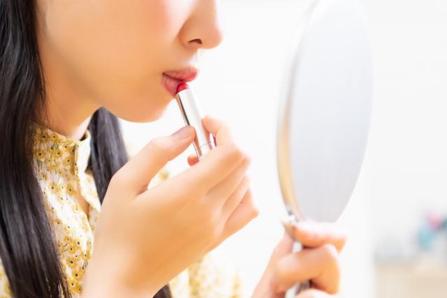 女性 口紅 鏡
