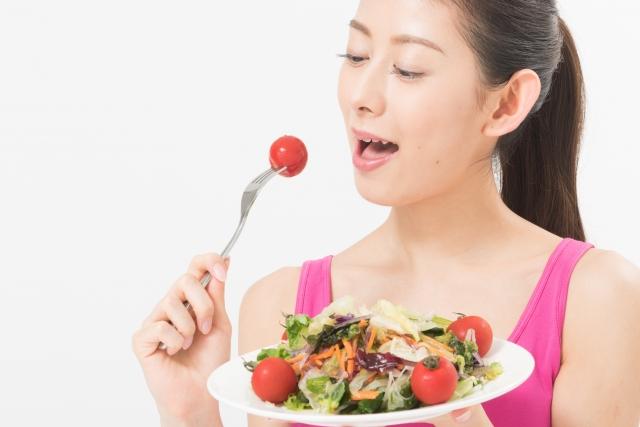 女性 サラダ